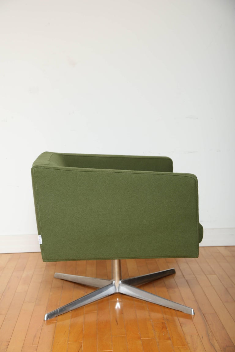 Polished Mid-Century Modern Style Swivel Lounge Chair by Verzelloni For Sale