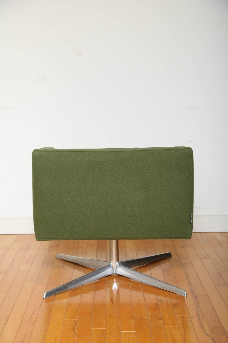 Mid-Century Modern Style Swivel Lounge Chair by Verzelloni In Good Condition For Sale In Stamford, CT