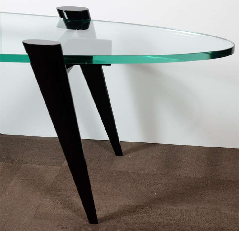 Mid-Century Modern Narrow Elliptic Coffee Table with Tapered Legs In Good Condition For Sale In Fort Lauderdale, FL