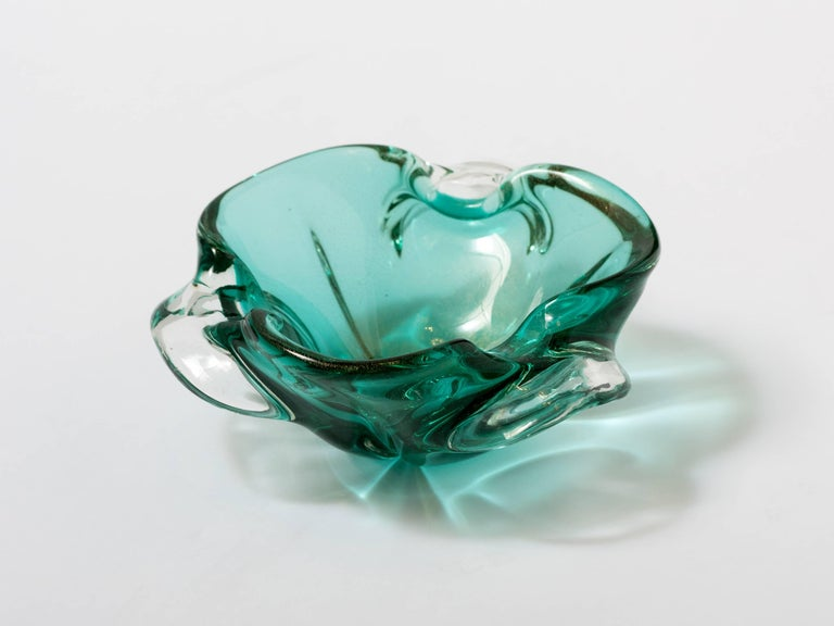 Seguso Mid-Century Modern Murano Bowl in Emerald Green In Good Condition For Sale In Stamford, CT