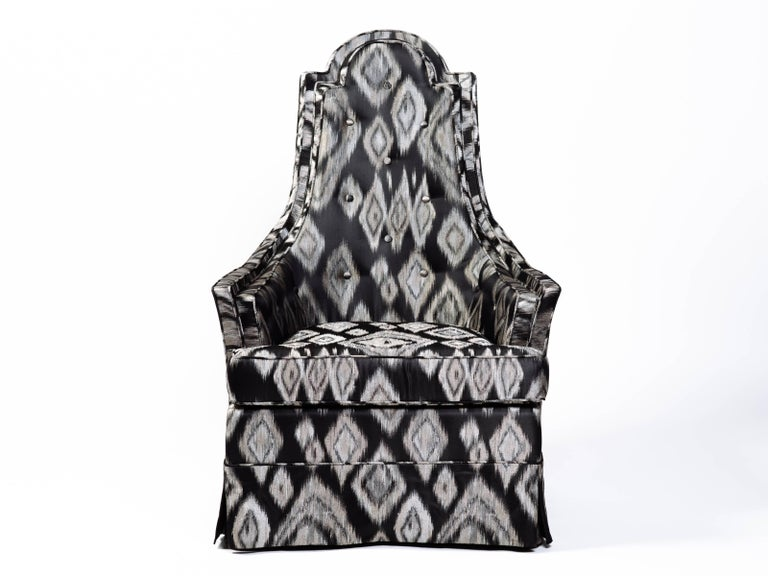 American Pair of Hollywood Regency Lounge Chairs in Graphic Ikat Silk For Sale