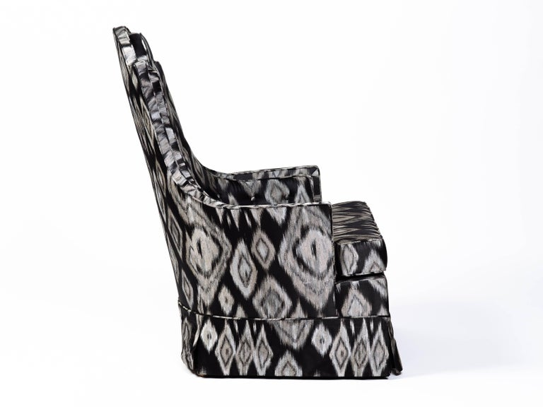 Mid-20th Century Pair of Hollywood Regency Lounge Chairs in Graphic Ikat Silk For Sale