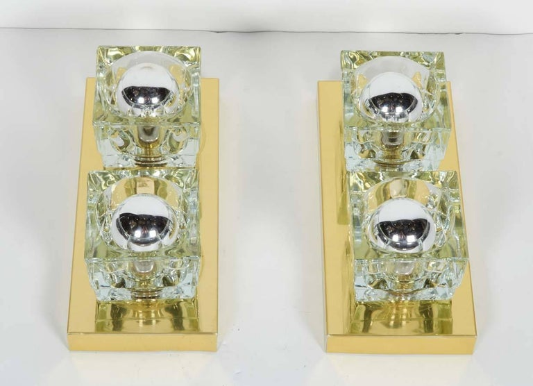 Polished Pair of Mid-Century Modern Brass and Glass Cube Sconces by Gaetano Sciolari For Sale