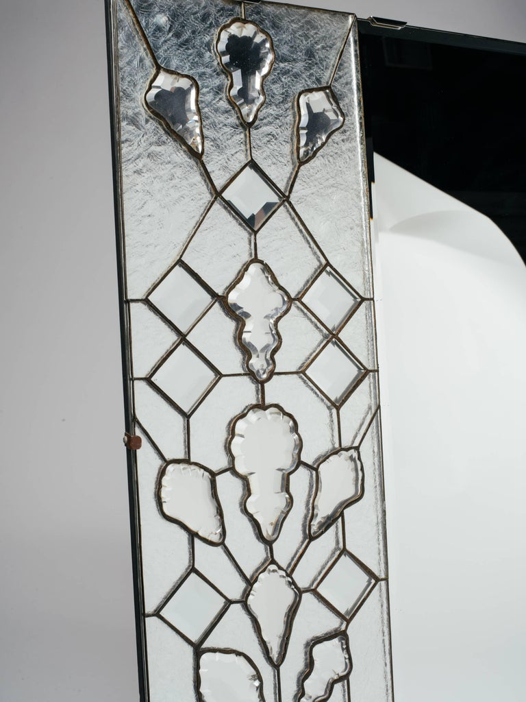 1940s Hollywood Regency Mirror with Large Cut Crystals Insets In Good Condition For Sale In Stamford, CT