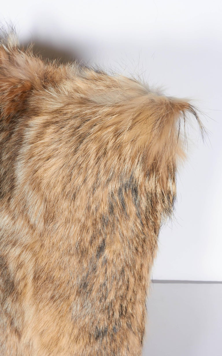 Luxury Fur Throw Pillow in Genuine Coyote and Cashmere For Sale 2