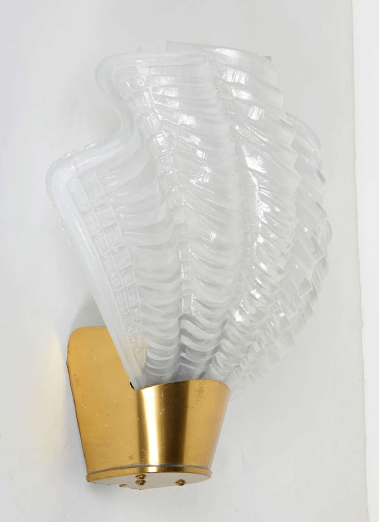 Pair of French Art Deco Sconces with Elegant Shell Design In Good Condition For Sale In Fort Lauderdale, FL