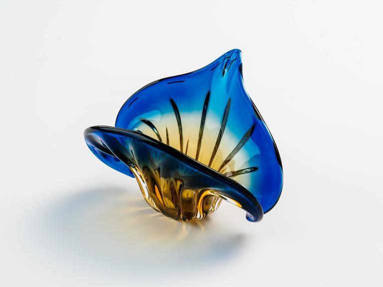 Mid-20th Century Art Deco Fleur-de-Lis Murano Vase in Vibrant Blue and Amber For Sale