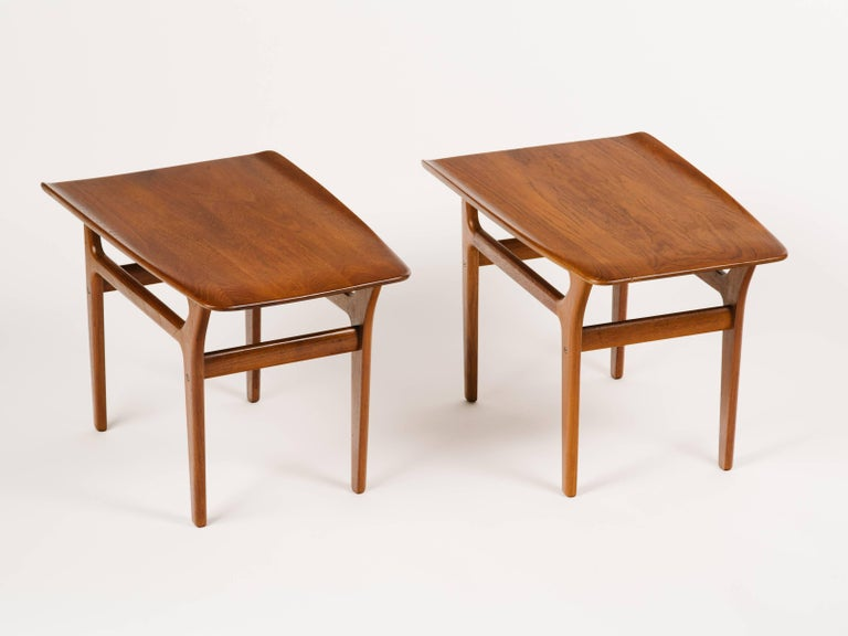 Mid-Century Modern Pair of Danish Modern Teak Wood Side Tables in the Style of Poul Jensen For Sale