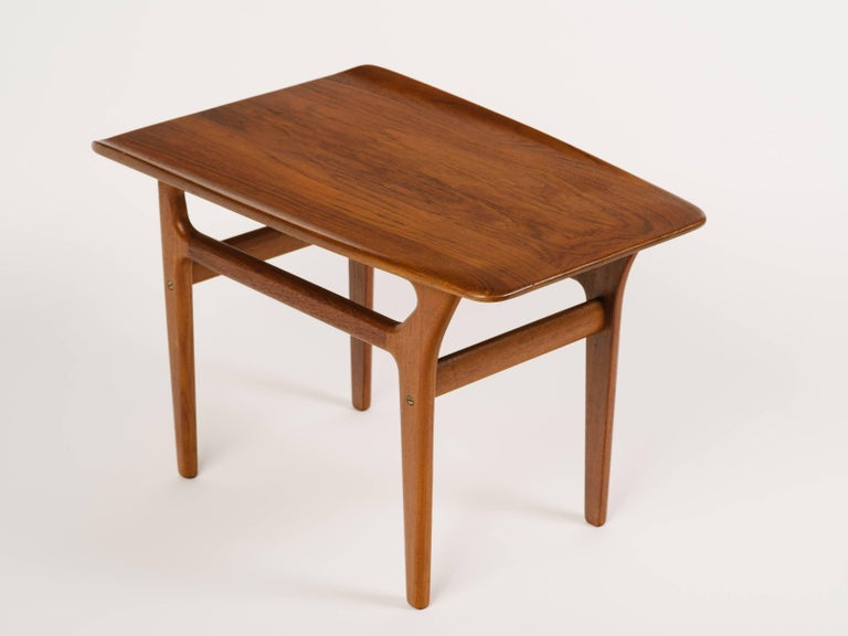 Mid-20th Century Pair of Danish Modern Teak Wood Side Tables in the Style of Poul Jensen For Sale