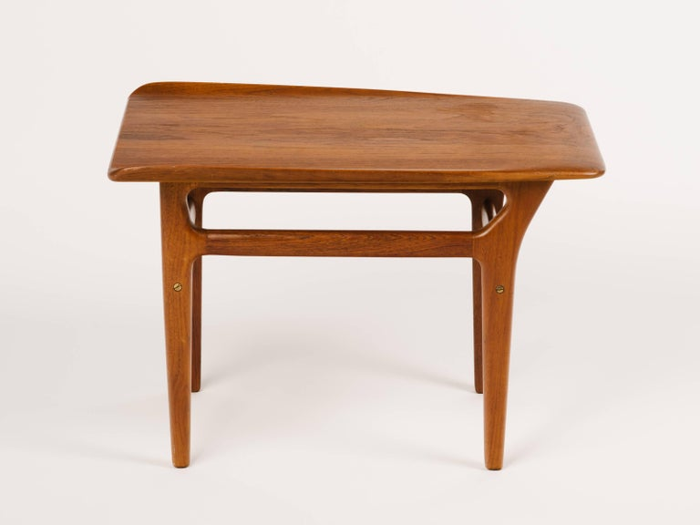 Pair of Danish Modern Teak Wood Side Tables in the Style of Poul Jensen For Sale 4
