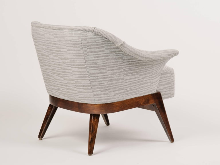 Mid-Century Modern Stingray Armchair in Embossed Woven Wool  In Excellent Condition For Sale In Stamford, CT