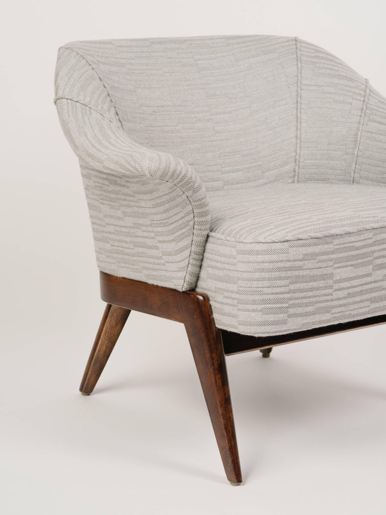 Mid-Century Modern Stingray Armchair in Embossed Woven Wool  For Sale 1