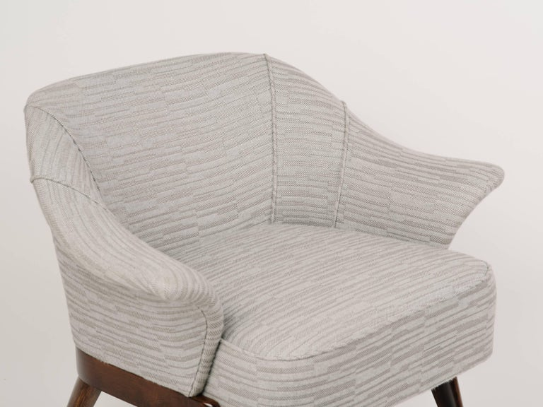 Mid-Century Modern Stingray Armchair in Embossed Woven Wool  For Sale 2