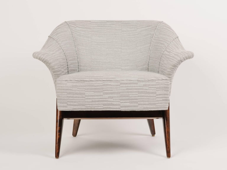 Mid-Century Modern Stingray Armchair in Embossed Woven Wool  For Sale 4
