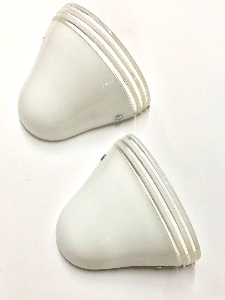 Hand-Crafted Pair of Italian Midcentury White Murano Glass Sconces by Leucos For Sale