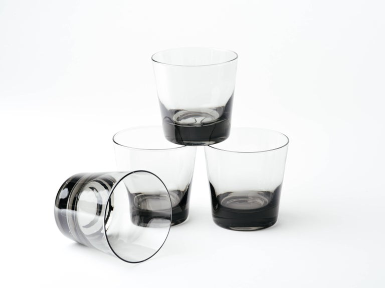 Set of Four Mid-Century Modern Smoked Grey Barware Glasses For Sale 2