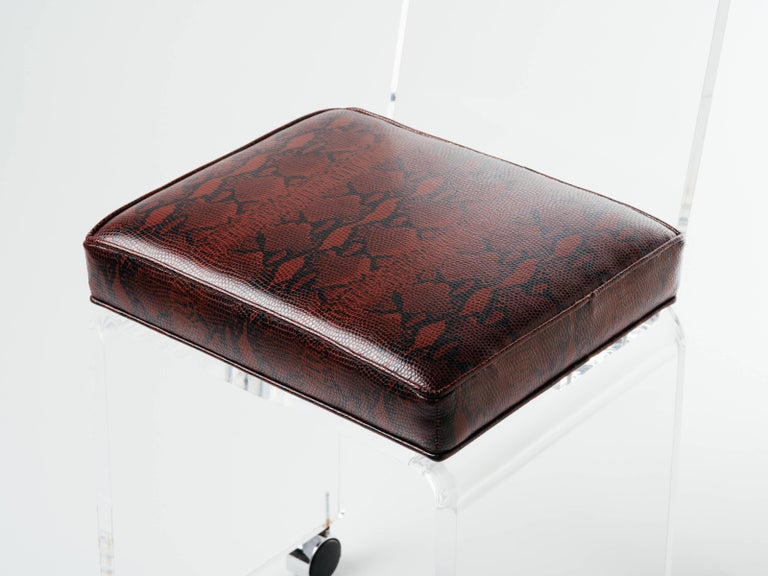 Mid-Century Modern Lucite Vanity Stool in Red Leather Snakeskin In Excellent Condition For Sale In Stamford, CT