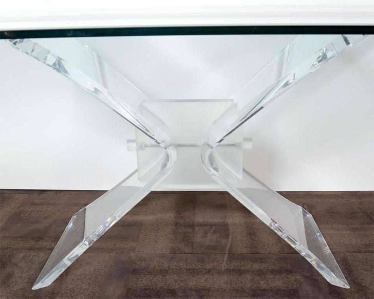 Mid-Century Modern Lucite and Glass Dining Table by Lion in Frost In Excellent Condition For Sale In Stamford, CT