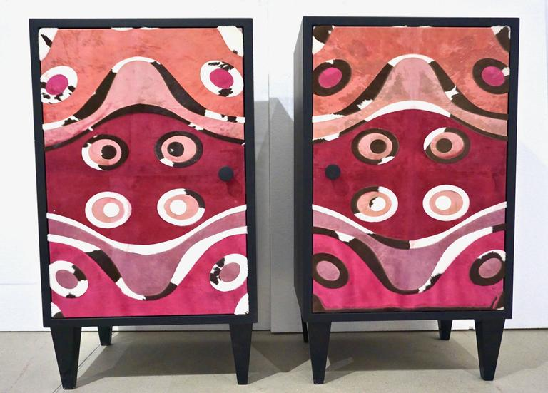 Contemporary Italian Pair of Black Lacquered and Rose Pink Leather Side Cabinets For Sale 3