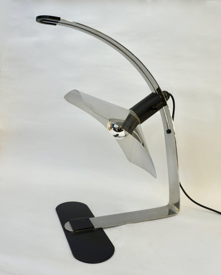 Grignani for Luci, 1970s, Italian Vintage Adjustable Black and Nickel Desk Lamp In Excellent Condition For Sale In New York, NY