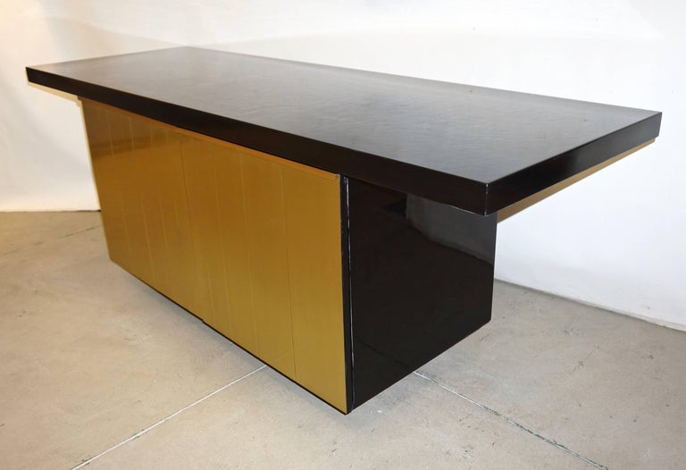 1970s Italian fine design black lacquered sideboard or cabinet, entirely handcrafted, a documented modern design: Vulcan by Aldo Frigerio for Gio' Frigerio (Desio - Milan). High quality of execution with an unusual front handcrafted in copper-brass