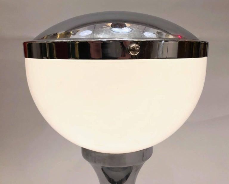 Mid-Century Modern Valenti & Co 1960s Vintage Minimalist Italian Design Nickel and White Desk Lamp For Sale