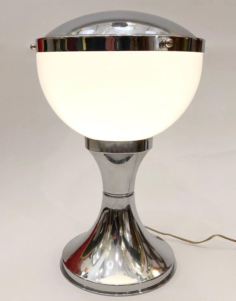 Modern Italian design table lamp, space age mushroom shape, manufactured by Valenti & C., Milan. Base measures: 8 in diameter.