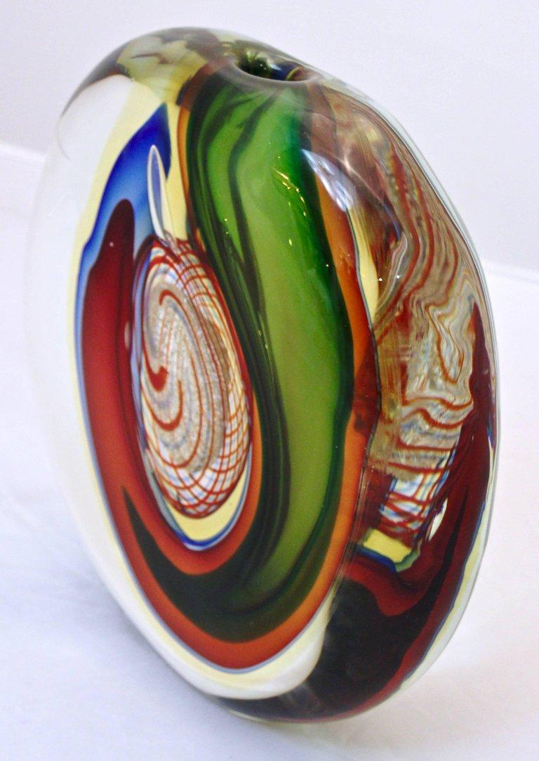 Barbini 1970s Modern Red Green Blue Gold Crystal Murano Art Glass Sculpture Vase In Excellent Condition For Sale In New York, NY