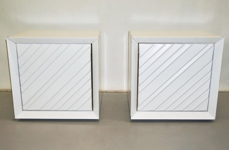 Italian 1970s pair of white lacquered side tables or nightstands from a Milanese house in San Siro, made in Italy, designed by Giusta Collini for Frigerio di Desio, high quality of execution for the uniqueness of the design and choice of materials,
