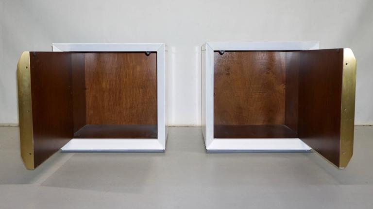 Mid-Century Modern Frigerio 1970s Italian Pair of White Lacquered Wood Side Tables / Nightstands For Sale