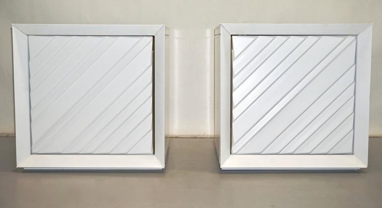 Frigerio 1970s Italian Pair of White Lacquered Wood Side Tables / Nightstands For Sale 1