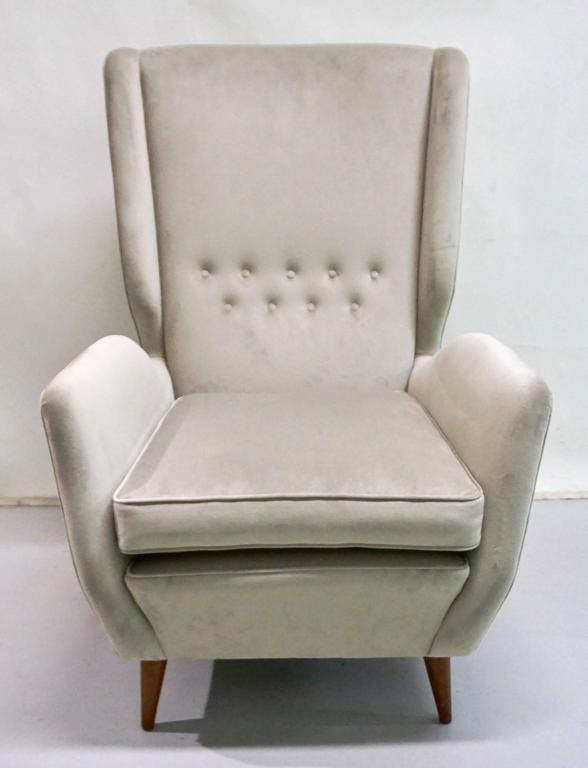 Mid-Century Modern Italian 1940s Gio Ponti Vintage Pair of High Back Armchairs in Light Grey Velvet For Sale