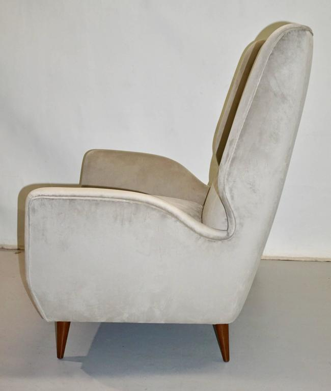 Hand-Crafted Italian 1940s Gio Ponti Vintage Pair of High Back Armchairs in Light Grey Velvet For Sale