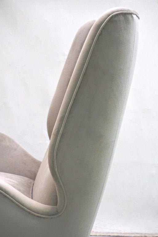 Mid-20th Century Italian 1940s Gio Ponti Vintage Pair of High Back Armchairs in Light Grey Velvet For Sale