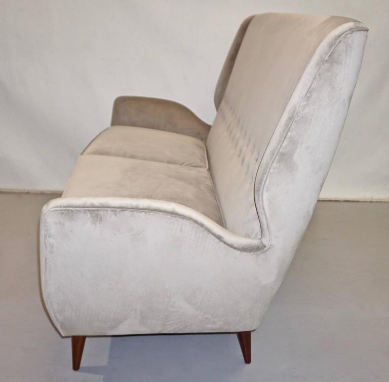 Gio Ponti Certified 1940s Vintage Italian High Back Sofa in Light Gray Velvet In Excellent Condition For Sale In New York, NY