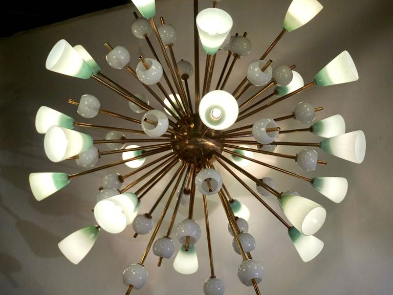 Contemporary Italian White and Mint Green Murano Glass Sputnik Brass Chandelier In New Condition For Sale In New York, NY