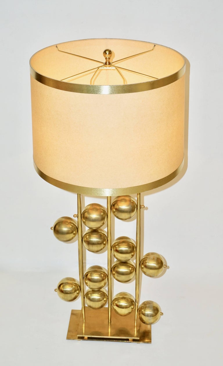 Italian Contemporary Fine Design Pair of Organic Gold Brass Lamps with Spheres In Excellent Condition For Sale In New York, NY