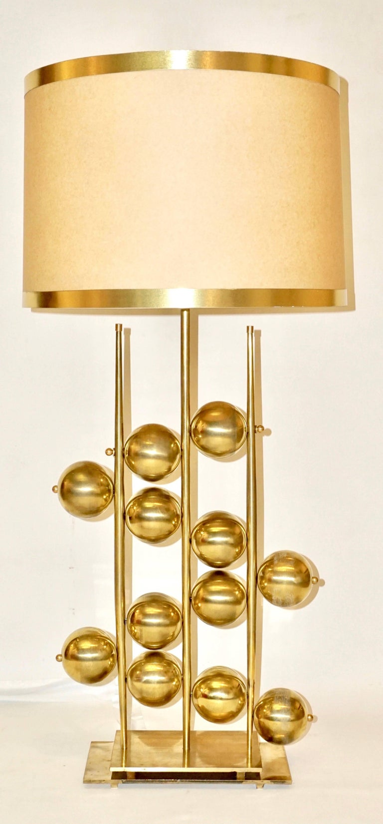 Hand-Crafted Italian Contemporary Fine Design Pair of Organic Gold Brass Lamps with Spheres For Sale