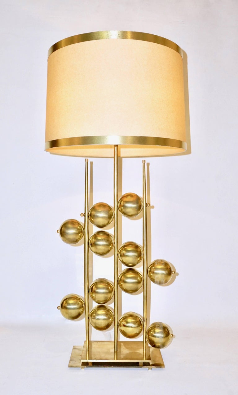 Italian Contemporary Fine Design Pair of Organic Gold Brass Lamps with Spheres For Sale 1