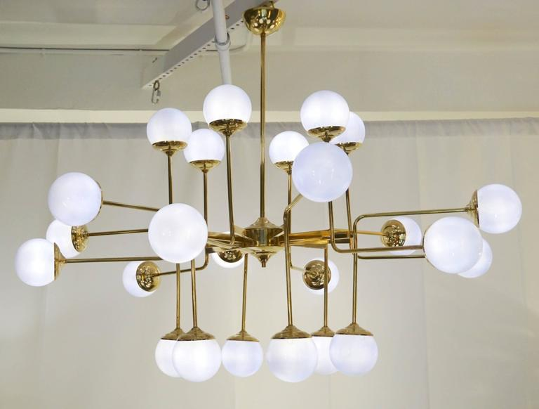 Hand-Crafted Italian Modern 24-Light Brass and Lavender Periwinkle Murano Glass Chandelier For Sale