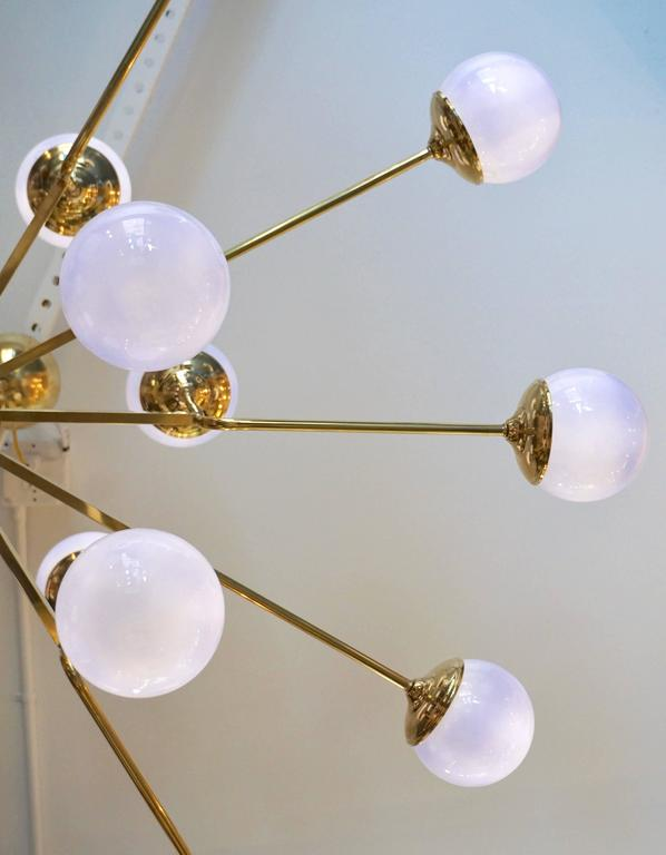 Italian Modern 24-Light Brass and Lavender Periwinkle Murano Glass Chandelier For Sale 2