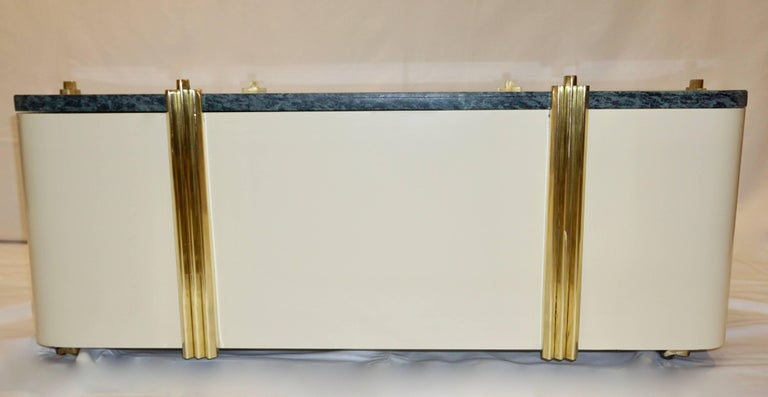 1970s Art Deco Green Marble and Cream White Lacquered Coffee Table or Bench For Sale 1