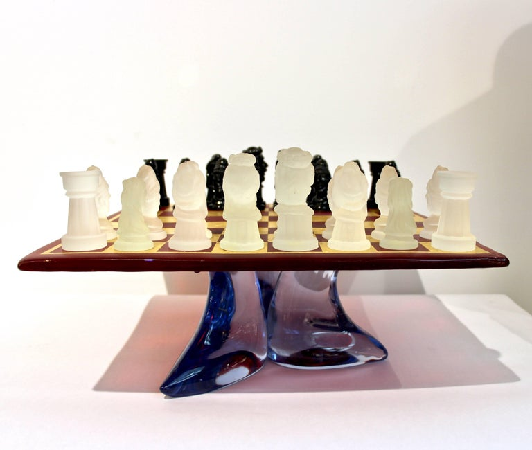 1980s Nason & Toso White and Black Murano Glass Chess Set on Red and Gold Board For Sale 2