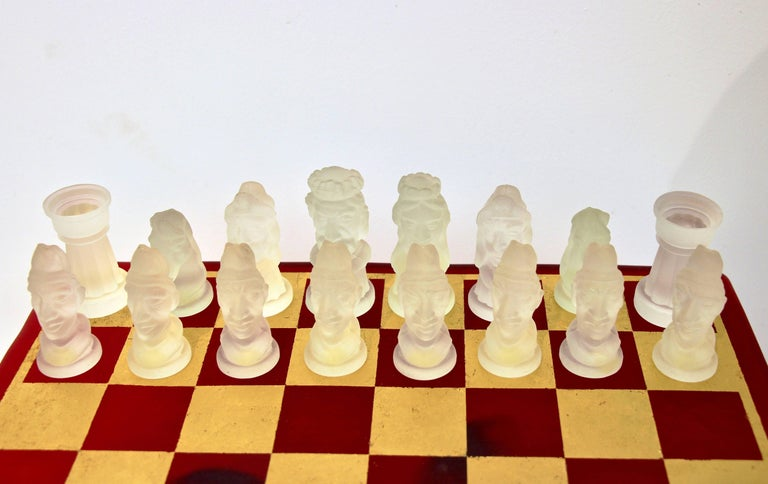 1980s Nason & Toso White and Black Murano Glass Chess Set on Red and Gold Board In Excellent Condition For Sale In New York, NY