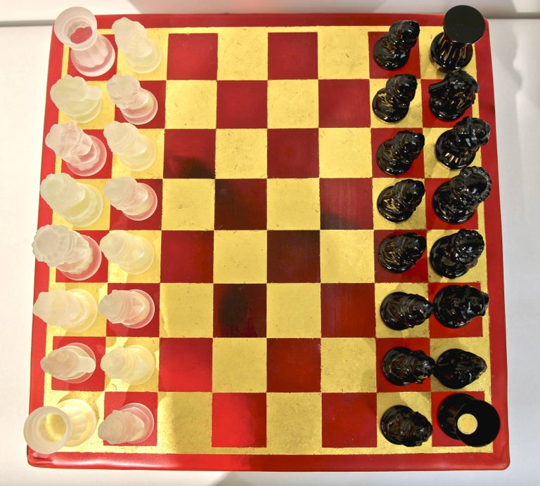 Mid-Century Modern 1980s Nason & Toso White and Black Murano Glass Chess Set on Red and Gold Board For Sale