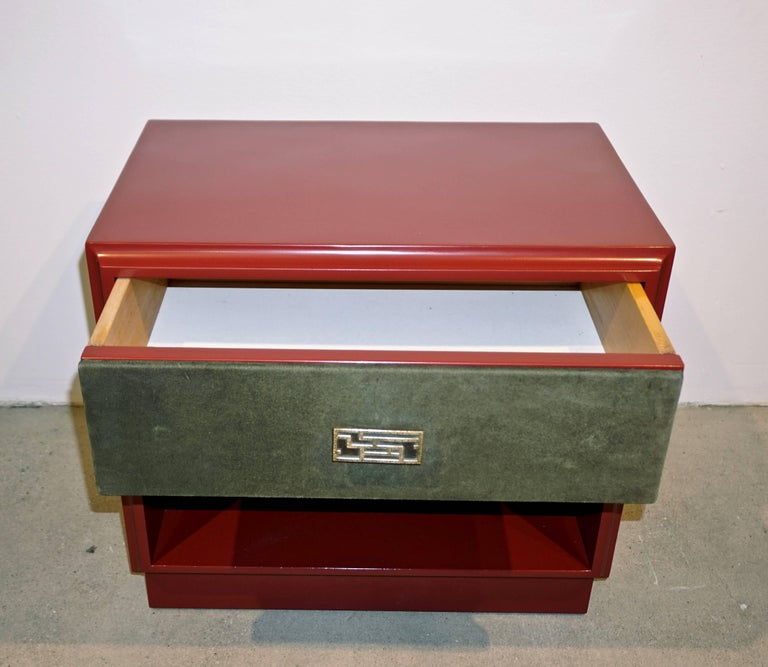 1970s Italian Green Leather Burgundy Side Tables with Mirror and Bronze Accents In Excellent Condition For Sale In New York, NY