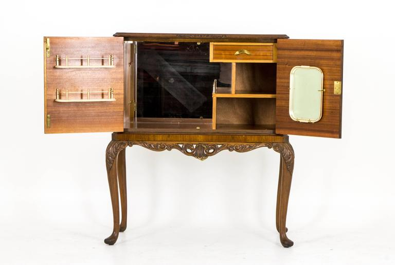 Hand-Crafted Antique Scottish Burr Walnut Drinks, Cocktail Cabinet, Dry Bar  For Sale - Antique Scottish Burr Walnut Drinks, Cocktail Cabinet, Dry Bar For