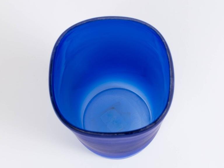 Cenedese Cobalt Blue Italian Glass Vase In Good Condition For Sale In New York, NY
