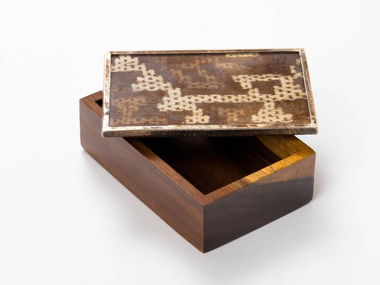 Peruvian Nazca Textile Exotic Wood Box In Good Condition For Sale In New York, NY