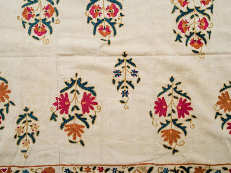 Linen 19th Century Uzbek Silk Embroidered Suzani Tapestry For Sale